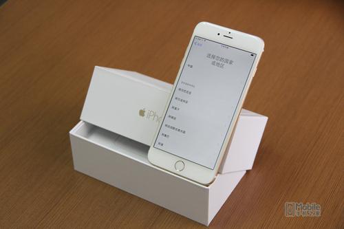 iPhone6采用4.7英寸屏幕,分辨率为1334*750像素,像素密度达到了326ppi水平,因此整体显示效果非常不错。拍照方面采用后置800万像素镜头,前置120万像素FaceTimeHD高清摄像头,单位像素尺寸达到1.5μm,包含TrueTone闪光灯,和f.2.2光圈,可支持拍摄1080P视频录制等功能。